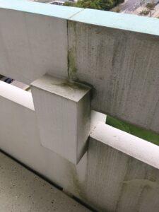 Balkonbrüstung - halb geputzt