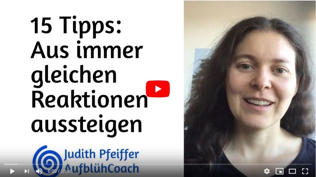 """Screenshot von YouTube: Bild von Judith und Text """"15 Tipps: aus immer gleichen Reaktionen aussteigen"""""""