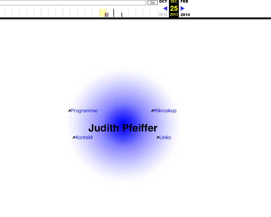 Eine weiße Seite mit einem blauen Punkt in der Mitte. Darauf: Judith Pfeiffer. Darum herum in kleinerer Schrift die Worte: Programme, Mikroskop, Kontakt und Links